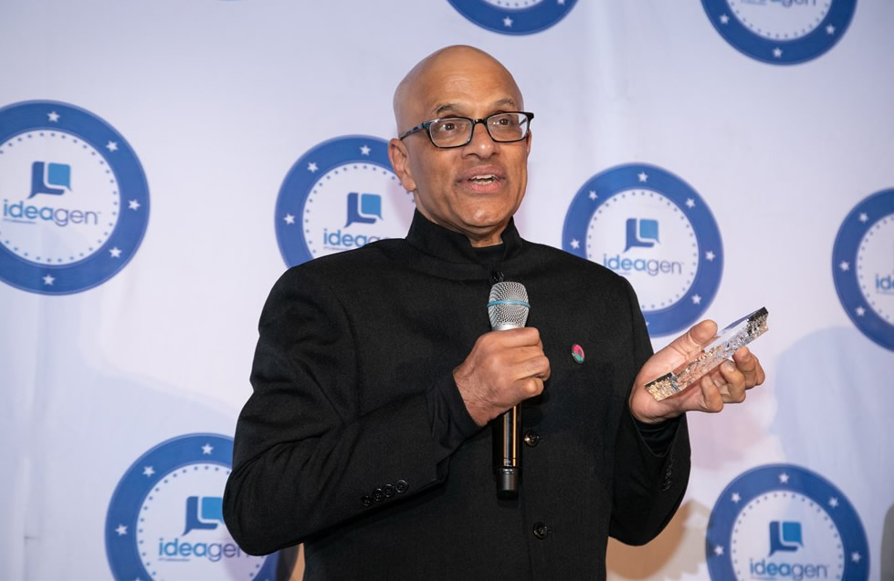 Atul Tandon receives the Ideagen Global Leadership Award
