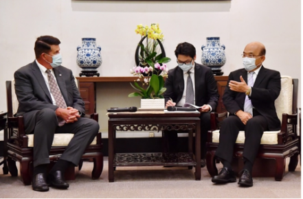Premier Su Tseng-chang and Krach exchanged views on economic issues and possible collaborations.
