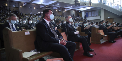 Krach seated next to former Japanese Prime Minister Mori at the memorial service for President Lee.
